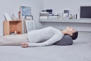 claesson-koivisto-rune-soft-stone-massage-pillow-tokyo-design-week-designboom-08